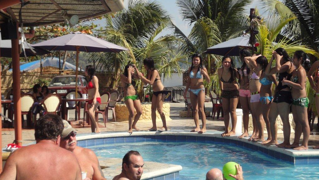 treasure-island-pool-party-065